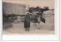 ILE DE NOIRMOUTIER - Vieille Femme Venant De Ramasser Des Aiguilles De Pin - Très Bon état - Ile De Noirmoutier