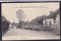 SAINT LEGER Près De Troyes - ( 10 - Aube ) Rue De Cervert ( Animée , Personnes ) - TTB Etat - France
