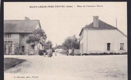 SAINT LEGER Près De Troyes - ( 10 - Aube ) Place De L'ancienne Mairie ( Rue Animée , Personnes ) - TTB Etat - France