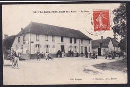 SAINT LEGER Près De Troyes - ( 10 - Aube ) La Place - Café Restaurant POUPIER ( Rue Animée , Personnes ) - TB Etat - France