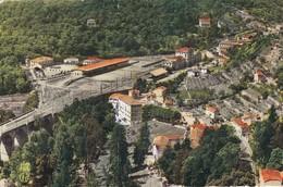 Cpsm 9x14 . ST DALMAS DE TENDE (06)  Colonie De Vacances S.N.C.F. Et La Route De La Brigue - Autres Communes