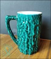 Portugal Caneca Em Cerâmica Vidrado Verde Com Relevo Tasse Céramique émaillée Verte Avec Relief Green Glazed Ceramic Mug - Cups