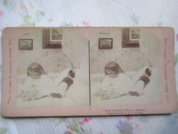 PHOTO STEREO   FILLETTE  ET POUPEE - Chambre D'enfant - 1900 - Photographie De R.Y. YOUNG -   BE  TBE - Photos Stéréoscopiques