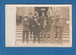 CARTE PHOTO GROUPE D'HOMMES EN FETE - Fotografie