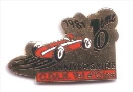 L13 Pin's 10 Anniversaire CPAM Val D'Oise FERRARI ? ALFA ROMEO ? Qualité EGF Achat Immédiat - Ferrari