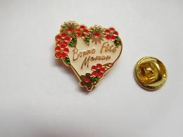 Superbe Pin's , Cœur , Bonne Fête Maman - Other