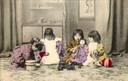 Japon - Enfants Japonais Jouant - Poupée - Ballon - Japan