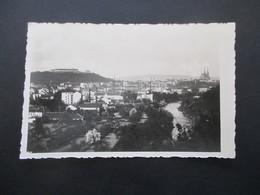 Böhmen Und Mähren 1939 Ansichtskarte Brünn Totalansicht Schreiber Schreibt Vom Kameradschaftsabend Abschied Von Brünn - Briefe U. Dokumente