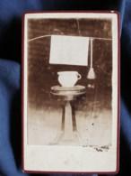 Photo CDV Anonyme - Scatologie, Pot De Chambre Et Brosette Pour Nettoyer, Circa 1880 L500 - Fotos