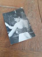 FRAU IN DEUTSCHLAND DAZUMAL - EIN SCHOENER RUECKEN KANN AUCH ENTZUECKEN ! - JUNGE DAME - SONNENBADEN - Beauté Féminine (1941-1960)