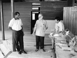 Photo Guyane Française, Construction Du Monastère Du Lac Bleu à St Laurent De Maroni Ph. Vivant Univers - Lieux