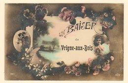 CPA Un Baiser De VRIGNE-AUX-BOIS ( Fantaisie Glacée Par Endroits / Fleurs / Amoureux ) - Circulée Vers 1911 - 2 Scans - Autres Communes