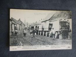 PRES D'ARRAS - CONVOI DE CAMIONS BLOQUE DANS UN VILLAGE - Oorlog 1914-18