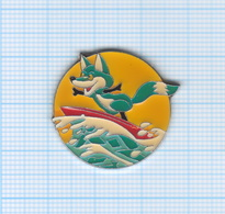 Pin's Renard Faisant Du Surf - Animals