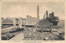 CHERBOURG -  1933 -  LA NOUVELLE GARE MARITIME ET LE GRAND PAQUEBOT ATLANTIQUE BRULE TRAGIQUEMENT DANS LA MANCHE - Cherbourg