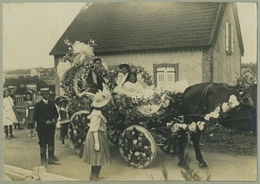 Tirage Argentique Circa 1910. Attelage Fleuri Dans La Manche. Fête. Cérémonie. Très Probablement Agon-Coutainville. - Places
