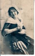 I83.Vintage Postcard. Pretty Dutch Girl Drinking A Cup Of Tea. - Women