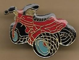 Pin's Moto Rouge 3 Roues (ATC Honda Ancêtre Du Quad) - Motorfietsen