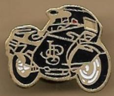 Pin's Moto Noire Logo JPS (John Player Special) Cigarettes - Motorfietsen