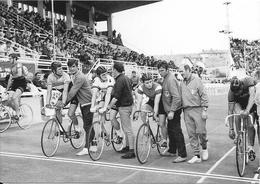 Thème Vélo Tour De France 1968 - Sallanches-Besançon - Les Meilleurs Cyclistes Régionaux Font Patienter ................ - Cycling