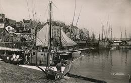Douarnenez Le Port .  Timbrée Plozevet 1952 . Bateau De Peche . Sardine . - Douarnenez