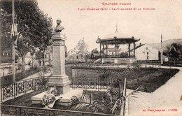 88  GRANGES Sur VOLOGNE  Place Etienne Seitz  Le Monument Et Le Kiosque - Granges Sur Vologne