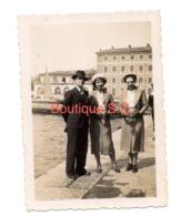 Photo Toulon Le Port 1935 Femme Chapeau Homme Mer Ocean Batiment 9x6 Cm - Personnes Anonymes