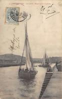 CPA 50 CHERBOURG LES JETEES DEPART POUR LA PECHE - Cherbourg
