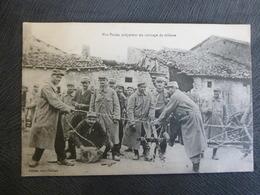 POILUS PREPARANT DES FILS BARBELES POUR LE FRONT - Oorlog 1914-18