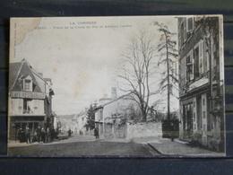 Z29 - 19 - Ussel - Place De La Croix De Fer Et Avenue Carnot-  Edition Eyboulet , Ussel - Ussel