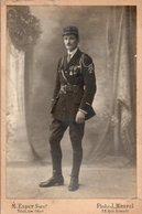 V05A  Grande Photo Cartonnée Cabinet Militaire Soldat Du 165eme Regiment  Medailles Fourragére Ph. Esper Maurel à Toulon - Régiments