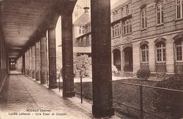 92 Sceaux Lycée Lakanal Une Cour Et Couloir - Sceaux