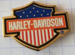Pin's - HARLEY-DAVIDSON  - Ecusson Drapeau USA - Motorfietsen