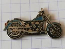 Pin's - Moto Bleue HARLEY-DAVIDSON -  Editions ATLAS - Motorfietsen