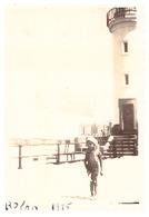 ROYAN  ENFANT DEVANT LE PHARE   1935 PHOTO ANIMEE - Lieux