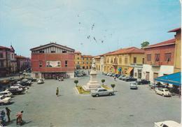 466 - FUCECCHIO - PIAZZA MONTANELLI E MONUMENTO - ANIMATA - AUTO D'EPOCA CARS VOITURES : LEYLAND MINI - FIAT 500 - V1984 - Italie
