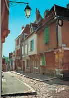 Chateaudun La Vieille Ville Rue Saint Lubin   CPM Ou CPSM - Chateaudun
