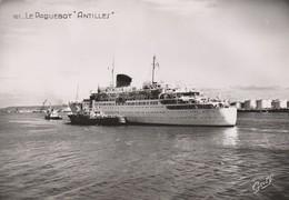 REF.B9 . ARRIVEE DU PAQUEBOT ANTILLES DANS LE PORT - Steamers