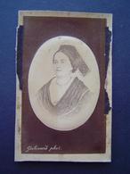 PHOTOGRAPHIE GALISSARD - TARASCON Ancienne : PORTRAIT DE FEMME EN COSTUME 1873 - Personnes Anonymes