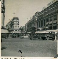 Vieille Photo Des Magasin De La Samaritaine Pont Neuf ( Qui N'existe Plus )  Avec D'ancienne Voiture Vers 1930 - Automobili