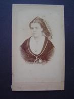 PHOTOGRAPHIE GALISSARD - TARASCON Ancienne : PORTRAIT DE FEMME EN COSTUME - Personnes Anonymes