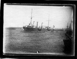 Photo D'un Vieux Navire De Guerre Francais Sortant D'un Port Vers 1900 - Bateaux