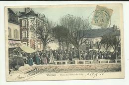 18 . VIERZON .  PLACE DE L HOTEL DE VILLE . JOUR DE MARCHE EN 1906 - Vierzon