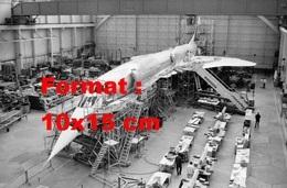 Reproduction D'une Photographieancienne D'une Chaîne D'assemblage Du Concorde à Toulouse En 1974 - Reproducciones