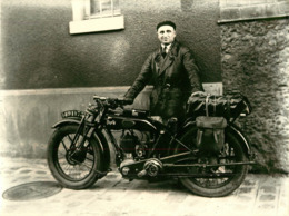 MOTO TERROT CARREFOUR DES ANNEES 1929. IMMATRICULATION  1491 Y 73  - FORMAT 240X175 - Motor Bikes