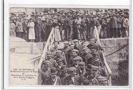 LA ROCHELLE : Embarquement Pour Le Bagne De Dieudonné (1) Et Deboé (2) De La Bande Tragique - Tres Bon Etat - La Rochelle