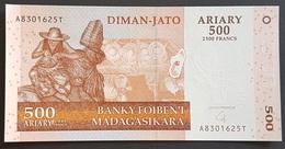 EM0505 - Madagascar 500 Ariary Banknote 2004 #AB301625T UNC - Madagaskar