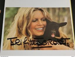 CP. Brigitte Bardot . Signé. Signed - Autógrafos