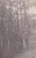 Militaria  Guerre 1917 Carte Photo Prisonniers Au Camp De Mannheim Hôpital Souvenir De Garbu Et Notre Chanpionnat - War 1914-18