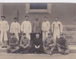 Militaria Guerre 1916 Carte Photo Prisonniers A L'hôpital De Mannheim Départ De L'hôpital Pour Le Camp 25/06/1916 - War 1914-18